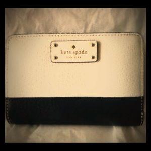 Kate Spade black/white Tellie Grove Street wallet